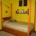 Pencil post bed
